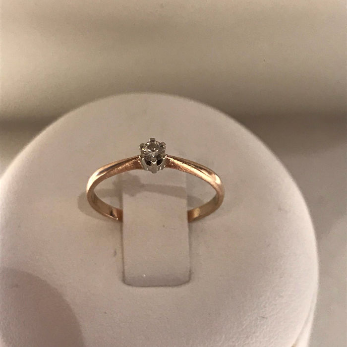 14 karat solitaire ring with 0.09 ct brilliant cut diamond, Size: 15.5 /49