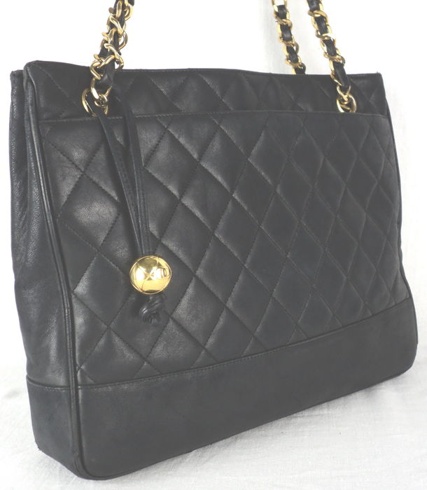 dcc1d79a74016 Chanel - Diamond Quilted Lambskin with CC Logo Ball Charm Shoulder bag -  Vintage