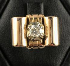 18 kt rose gold Art Deco Tank ring with a sublime central brilliant cut solitaire diamond F/VS