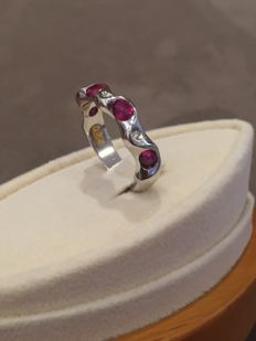 Women's 18 kt white gold ring with rubies and diamonds - designed in Italy by Eros Cumini - Size 13