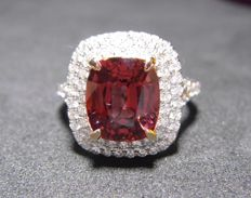 18K White Gold Ring 5.02 g set with 3.56 ct Spinel and 0.67 ct Diamonds - size 71/4 US.
