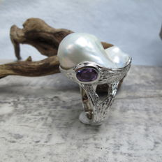 1.2 ct Amethyst and 25-22 mm fresh water pearl ring - ring dimension: 28.1-23.3 mm