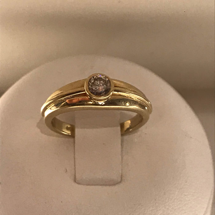14 kt solitaire gold ring with 0.18 ct brilliant cut diamond; size: 15.5/49