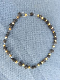 Roman Empire - Roman black glass bracelet with old gold-plated beads - 18 cm