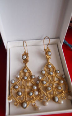 Italian earrings, 24 kt gold-plated on silver, cultured seed pearls