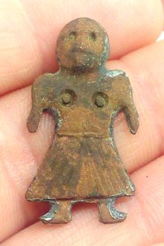 Early medieval figure amulet of the goddess Freya