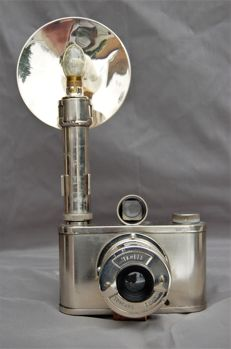 Thabes synchro camera, tropical version, with flash, Dutch camera from circa 1948