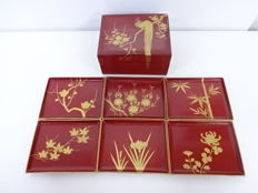 Set of antique lacquerware box and dishes, maki-e design of traditional pattern - Japan - Mid 20th century