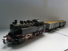Märklin H0 - 3032 - Tender locomotive BR 81 with two loaded goods wagons of the DB