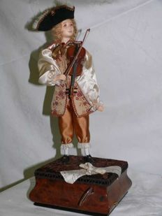 Mechanical automaton - the violin player, created by Rénato Boaretto - circa 1990