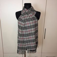 Burberry – 100% Lambswool Big Long Scarf