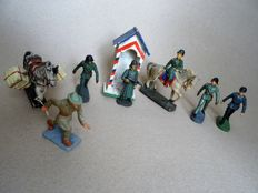 Lineol/ Elastolin WWII,complete set of German WW II soldiers in composition material with officer on horseback