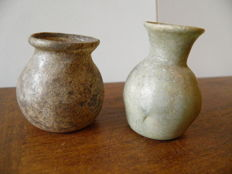 2 Roman cups in iridescent glass, the one with the flair neck measures 50 mm and the one with the globular neck 40 mm