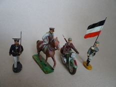 Lineol/ Elastolin WWII, complete set of German WW II soldiers in composition material with Reichspräsident Hindenburg on horseback
