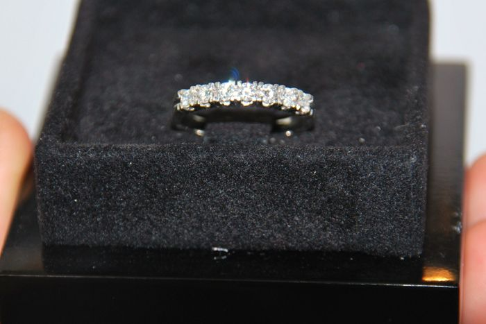 18 kt cocktail ring with 7 VS-Wesselton diamonds, total 1 ct