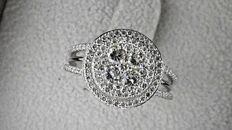 1.95 ct D/VS round diamond fashion ring in 14 kt white gold - size 7,5