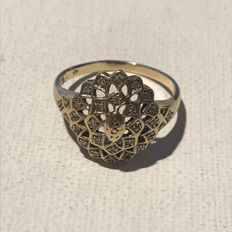 14 kt gold vintage ring with 24 diamonds