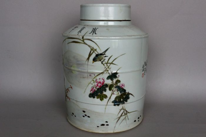 Large container made of porcelain, painted with birds on branches and a poem - China - end of the 20th century