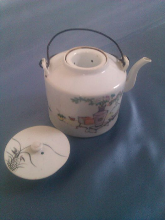 Antique teapot complete with holder for tea - China - early 20th century