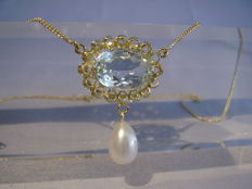 Antique 14 kt necklace with inspected, large aquamarine of 10 ct and white pearl