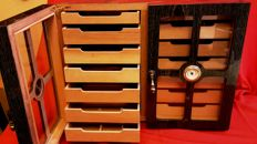 Two door humidor made of solid wood, with 2 moisturizing elements, splitter and hygrometer, Walwood brand