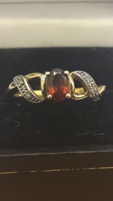 14K gold ring set with purple garnet 0,50 ct and 4x diamonds, No reserve.