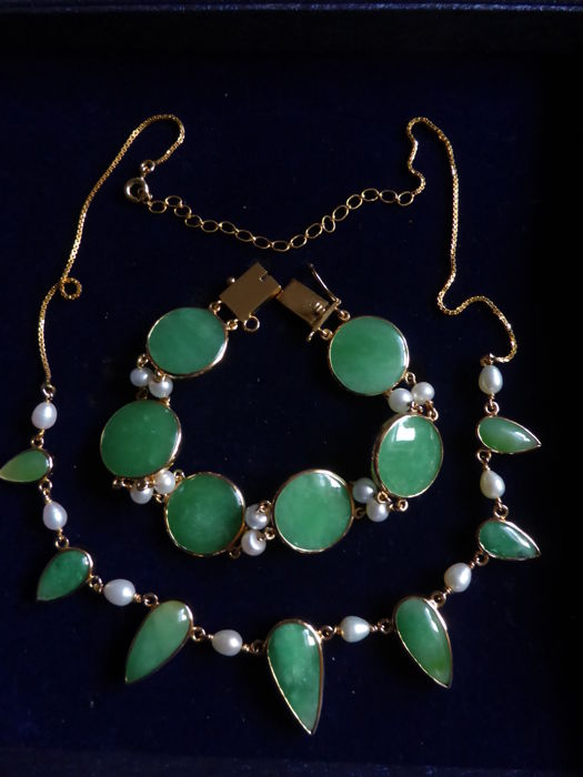 Vintage jade necklace and bracelet with freshwater pearls in 18 kt