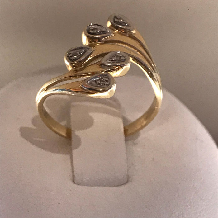 14 karat gold ring with 5 diamonds, size 17.5/55