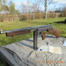 Authentic gunner pistol Thompson M1 (and not a M1A1, it is 3 times more rare!)