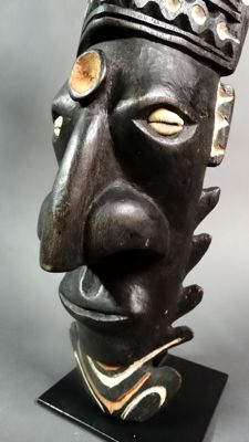 Deeply carved wall mask from Aibom Village - EAST SEPIK - Papua New Guinea
