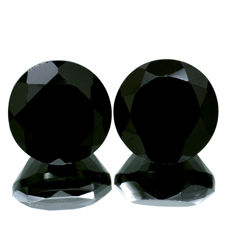 Two Black Spinels - 21.92 ct (11.10 ct. + 10.82 ct. ) - No reserve price