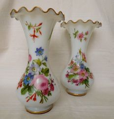 Baccarat France - Pair of tall opaline crystal painted vases  - 30cm - circa 1860