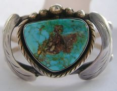 Old sterling silver navajo leaf shape bracelet/cuff with turquoise stone