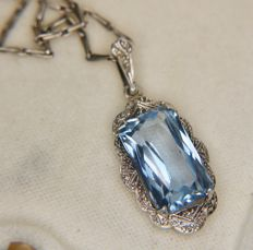 Art Deco silver pendant from 1920 with a 7.60 ct sky blue Spinel on a silver chain