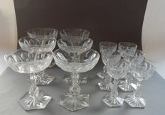 Set of 6 champagne coupes (height 11.5 cm and diameter 10 cm) and 6 liqueur glasses (height 10 cm), late 19th century