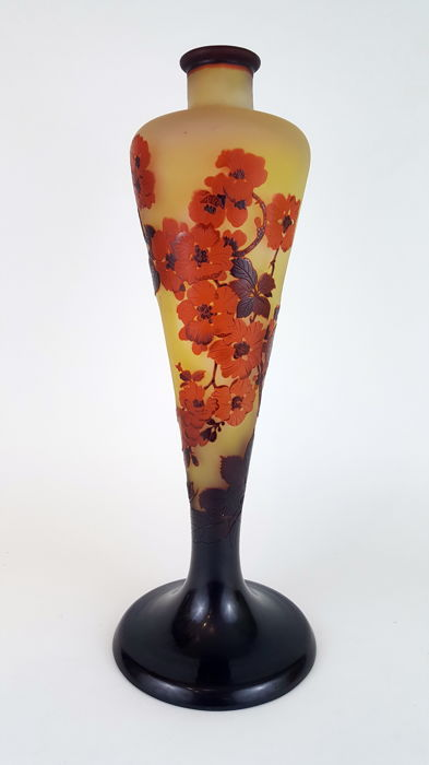 Emile Gallé - Lamp base in multilayered glass - Acid etched decoration of flowers