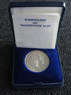 "The Netherlands - 2½ guilders 1961 Juliana with ""Maastrichtse klop"" (Maastricht countermark) - silver"