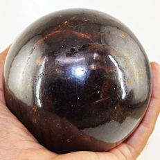"Top Rare Red Garnet ""healing ball"" - 96 mm - 1338 gms"