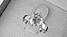 2.32 ct  round diamond ring made of 18 kt white gold
