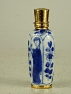 Kangxi perfume bottle with solid gold fittings - China and Holland - circa 1700 and second half 19th century