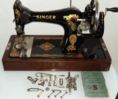 Decorative Singer 128K manual sewing machine with wooden cover, 1927