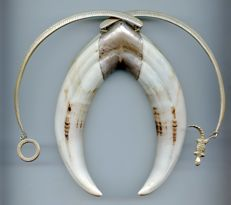 Necklace in Senegal warthog tusks and aged silver