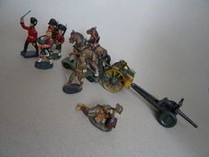 Rare tinplate military vehicle Lineol/ Elastolin WWII, complete set of 6 Army soldiers in composition material