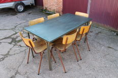 Industrial refectory table and 6 stackable chairs