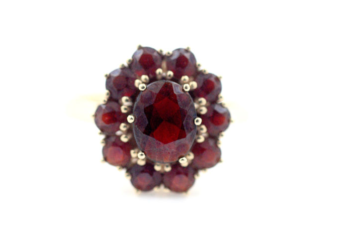 585 14 kt gold ring with Bohemian garnets size 64