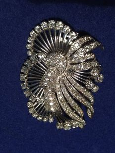 Diamond brooch made of white gold with 168 diamonds totalling approx. 10.50 ct
