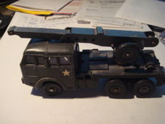 DINKY TOYS FRANCE. BERLIET military tow truck. REF: 826