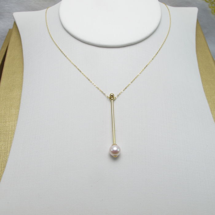 Japanese Akoya pearl necklace. Pearl diameter: 6.7 mm. Weight: 1.3 g
