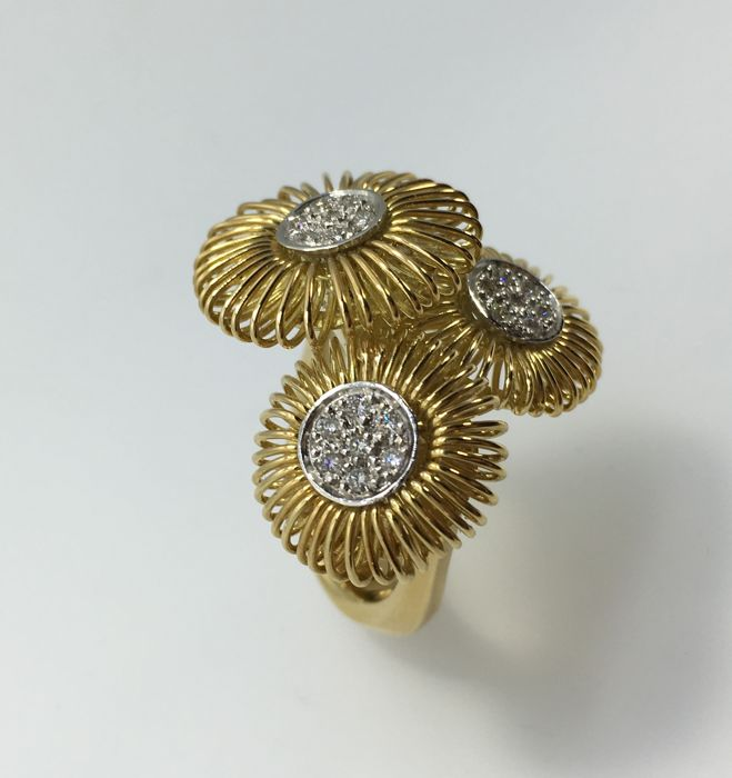 18 kt yellow and white gold ring with brilliant cut diamonds for 0.21 ct. Size: 54. Manufacturer: K di Kuore