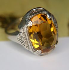 1930 Art Deco ring Gouden Ring with natural faceted Yellow-gold color Citrine 5Ct. in original antique frame.
